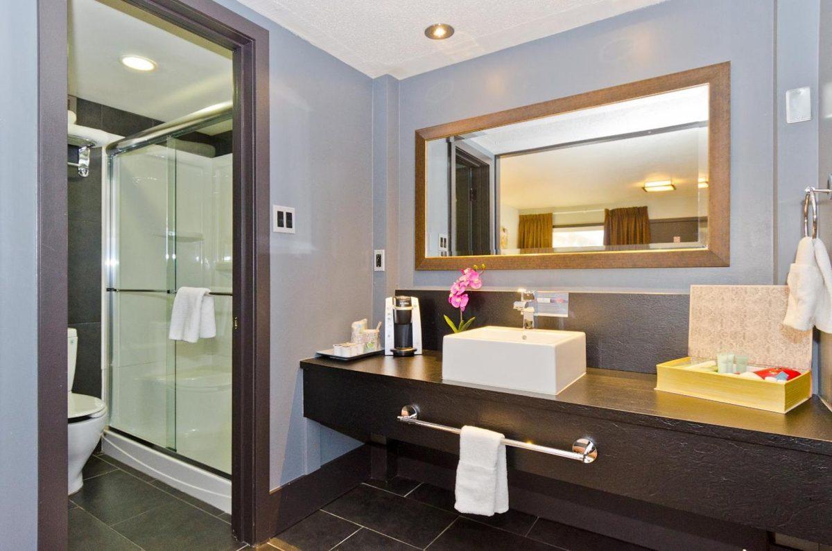 centro-motel-room-queen-4