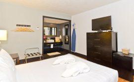 centro-motel-room-queen-9