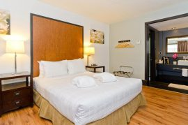 centro-motel-room-queen-10